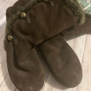 WHITE MOUNTAIN fur lined ankle boots 10M